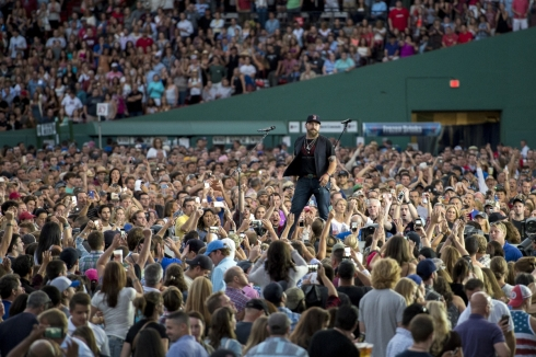 Pictured: Zac Brown, and 4,000 phones.